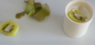 Homemade yogurt, golden kiwi
